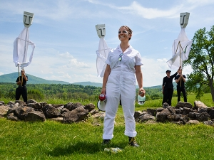 Large-scale outdoor puppet performance