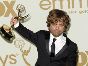 Peter Dinklage with his Emmy Award