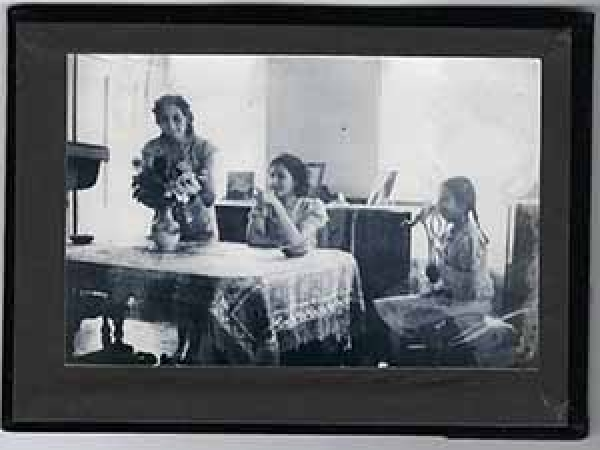 Image of three women at kitchen table