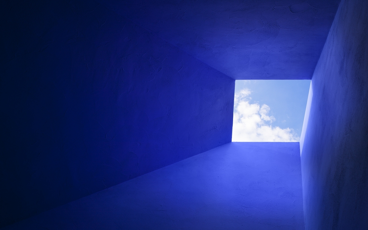 capa lens skylight with blue sky and walls